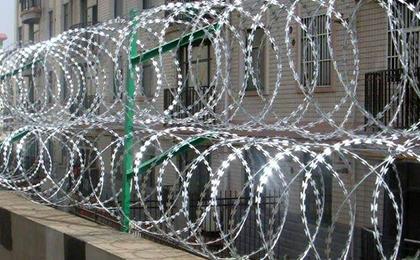 螺旋刀片刺绳防护网(蛇腹型铁丝网)