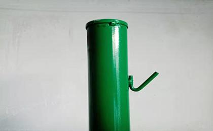 圆管镀锌浸塑刺绳立柱.jpg